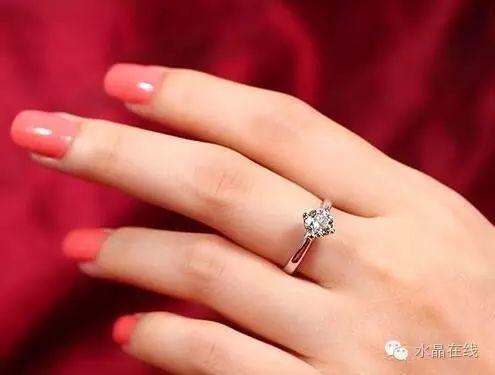 resize,m fill,h 375,w 495 - 从佩戴水晶珠宝来看出你属于哪种女人