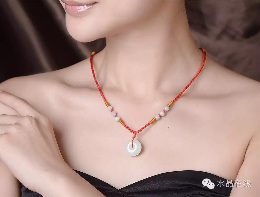 resize,m fill,h 753,w 990 - 从佩戴水晶珠宝来看出你属于哪种女人