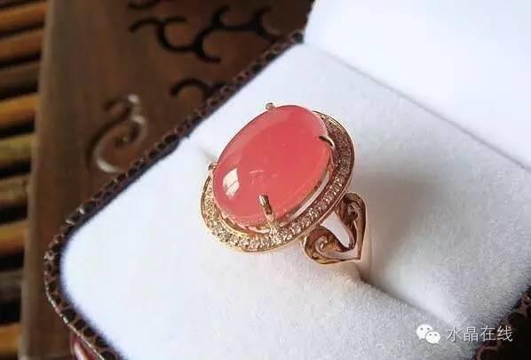 最具有招桃花功效的水晶,当然是红色玫瑰红纹石!