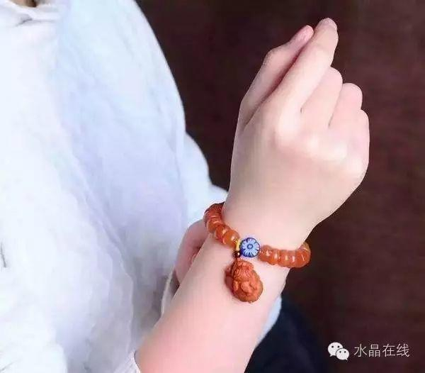 resize,m fill,h 526,w 600 - 水晶手串戴得好,旺运没烦恼!
