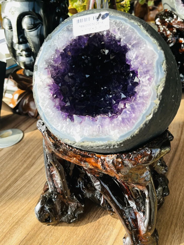 resize,m fill,h 1440,w 1080 - 紫晶洞的功效作用和形状有关系吗?选什么形状的紫晶洞最好?