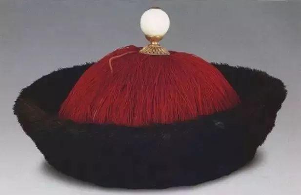 """resize,m fill,h 400,w 617 - 清代哪种水晶宝石最好?要从官员帽子最高处那颗""""顶珠""""说起!"""