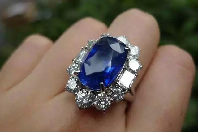 """resize,m fill,h 427,w 640 - 清代哪种水晶宝石最好?要从官员帽子最高处那颗""""顶珠""""说起!"""