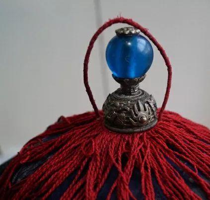 """resize,m fill,h 404,w 423 - 清代哪种水晶宝石最好?要从官员帽子最高处那颗""""顶珠""""说起!"""