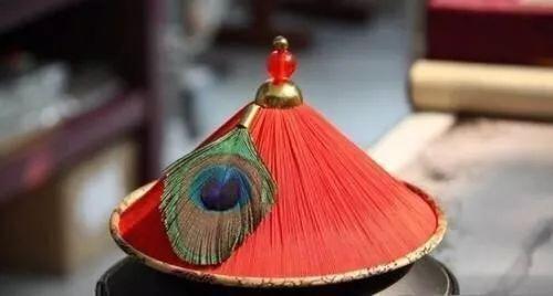"""resize,m fill,h 268,w 500 - 清代哪种水晶宝石最好?要从官员帽子最高处那颗""""顶珠""""说起!"""