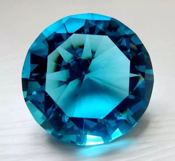resize,m fill,h 552,w 600 - 天然水晶跟合成水晶有什么区别?为什么天然水晶更有价值?