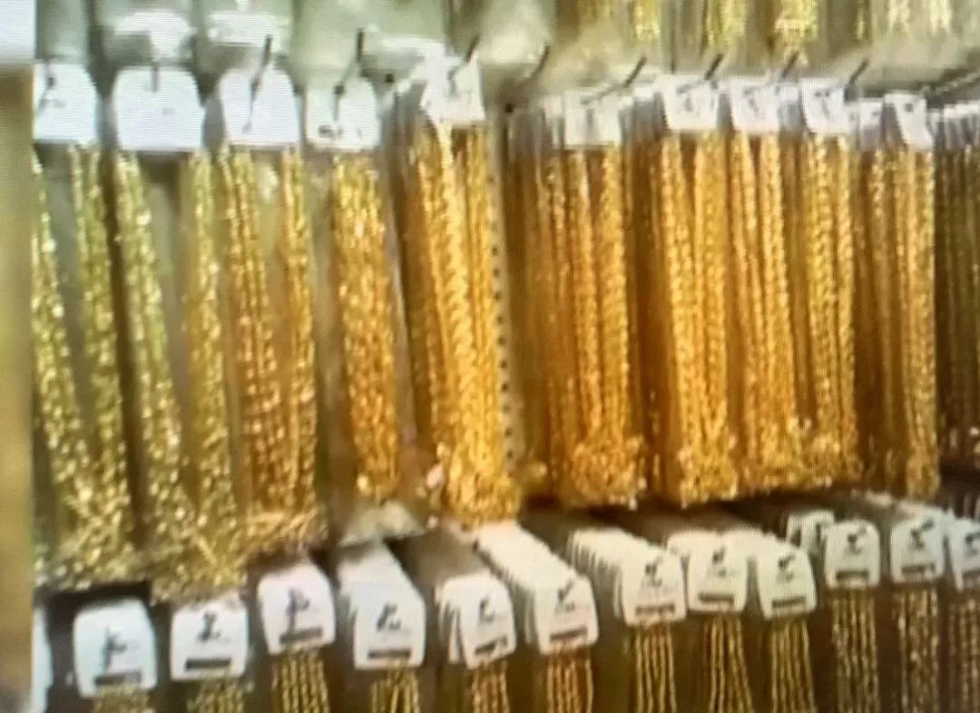 "resize,m fill,h 786,w 1080 - 沙金是什么?沙金是黄金吗?消费警示 | ""沙金""饰品不含金!"