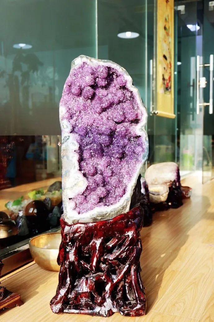 resize,m fill,h 1035,w 690 - 紫水晶洞是天然形成的还是人工做出来的?我来告诉你紫晶洞是怎么长出来的